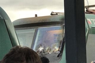 Maltempo, grandinate e danni alla rete ferroviaria: treno colpito da un fulmine