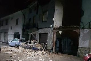 Pavia, una palazzina crolla sulle auto in sosta a Tromello: momenti di paura ma nessun ferito