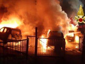 Le auto incendiate in via delle Forze Armate, Milano
