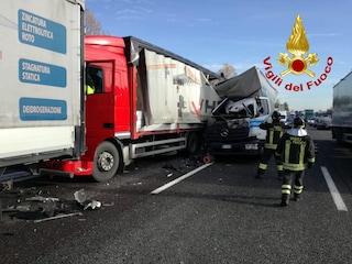 Incidente lungo l'Autostrada A4: due camion si scontrano prima della barriera di Milano Est