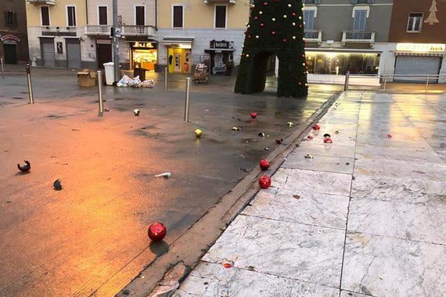 Vandali in azione a Cinisello Balsamo (Foto del vice sindaco Giuseppe Berlino via Facebook)