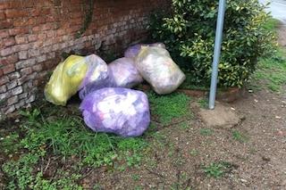 Varese, butta la spazzatura in strada, multa di 300 euro: tradito dalle bollette
