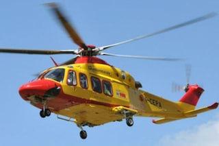 Lecco, bambino di nove anni investito da un'auto: soccorso in elicottero, è gravissimo