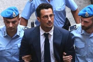 Fabrizio Corona rischia di tornare in carcere: chiesta la revoca ai domiciliari per l'uso dei social