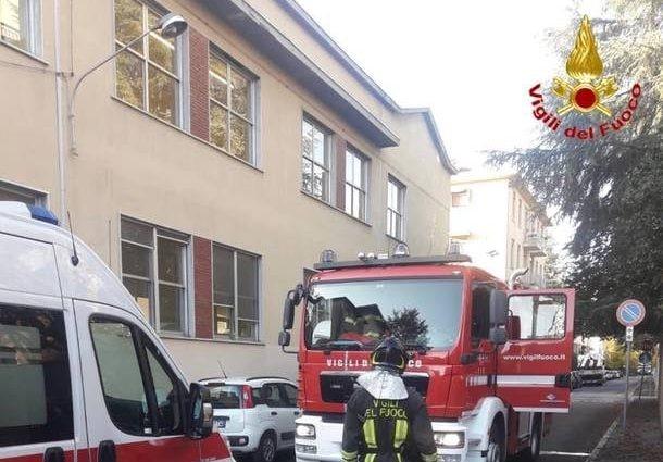 I vigili del fuoco al lavoro per domare le fiamme