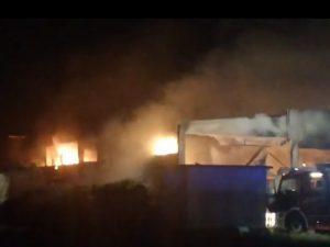 Incendio in un capannone a Fornovo – Foto L'Eco di Bergamo