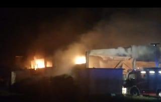 Capannone distrutto dalle fiamme a Fornovo San Giovanni: nessun ferito