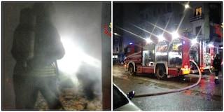 Milano, incendio in un caseggiato Aler nella notte: intrappolati dalle fiamme due feriti gravi