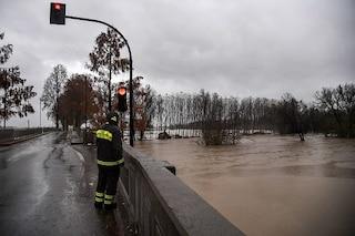 Cremona, anziano cade nel Po e rischia di annegare: salvato da due operai