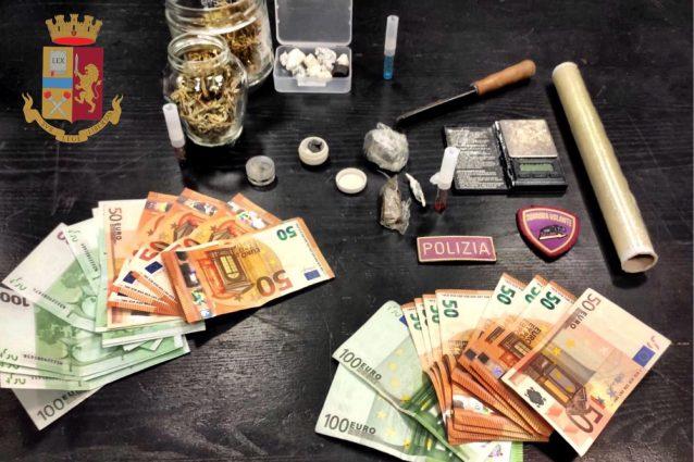 La droga e i soldi sequestrati a madre e figlio spacciatori