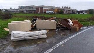 Cesano Boscone, abbandonano mobili in strada: rintracciati grazie a un disegno in un cassetto