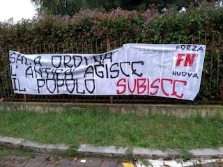 Milano, striscione di Forza Nuova davanti al teatro in cui parla Liliana Segre