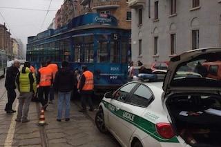 Milano, tram deraglia in viale Coni Zugna: nessun ferito, traffico in tilt