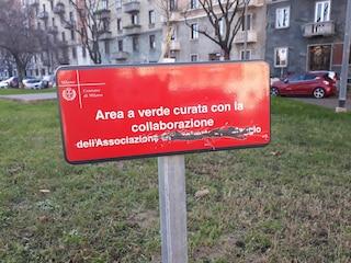 """Milano, vandalizzata targa in memoria di Gianroberto Casaleggio. Il figlio: """"Gli negano il ricordo"""""""