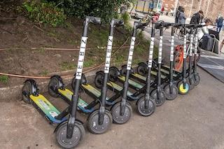 """Milano, oltre 350 multe ai conducenti dei monopattini elettrici in 2 mesi: """"Steward controlleranno"""""""