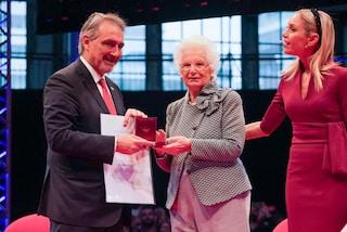 """Milano, Liliana Segre riceve la Medaglia d'Oro della Croce Rossa: """"Portatrice di pace"""""""