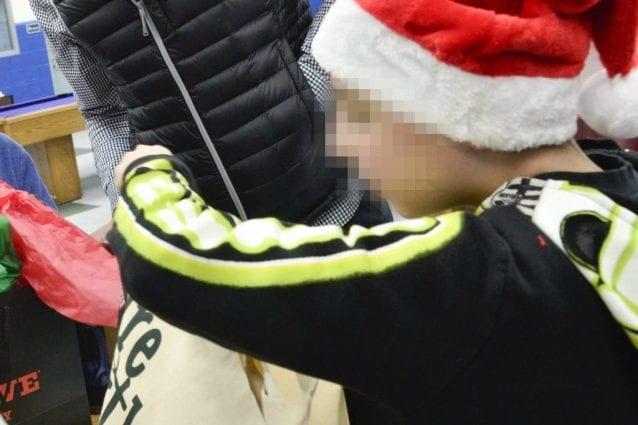 """Bergamo, polizia ritrova i regali di un bimbo, la sua lettera: """"Più contento oggi che a Natale"""""""
