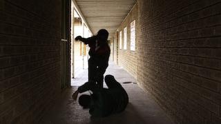 Baby gang a Brescia, 15enne picchia un coetaneo e gli rompe il braccio saltandoci sopra