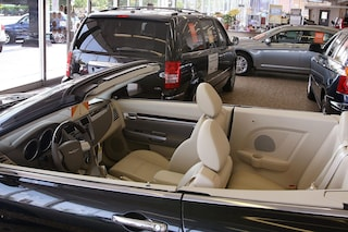 Inzago, auto di lusso vendute a metà prezzo, il concessionario sparisce con 200mila euro