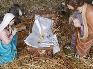 Flero, vandali decapitano la statuina di Gesù Bambino nel presepe e pubblicano video su Instagram