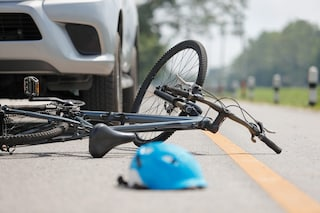 Saronno, ragazzino di 15 anni investito mentre è in bici: trasportato in ospedale in elicottero