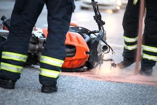 Incidente a Pradalunga, motociclista 33enne muore sul colpo dopo lo schianto contro un'auto