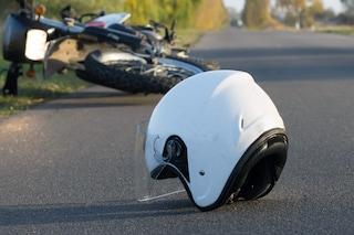 Milano, tragico schianto tra auto e moto: 22enne muore dopo il ricovero in ospedale