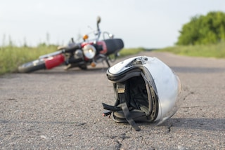 Grave incidente tra auto e moto a Villongo: uomo trasportato in ospedale in elicottero