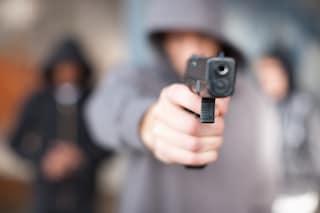 """Bergamo, minaccia un autista con una pistola giocattolo: """"L'ho fatto per far divertire i miei figli"""""""