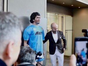 La statua di Maradona alla Rinascente di Milano (Foto: Rinascente)