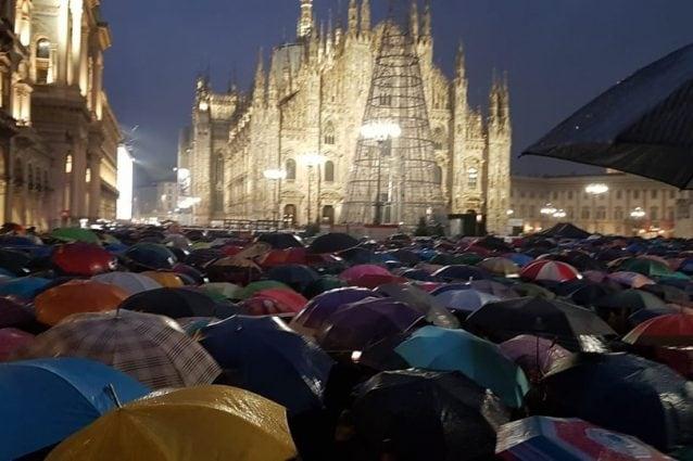 Sardine in piazza Duomo (Foto di David Gentili)