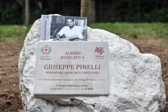 La targa per Giuseppe Pinelli
