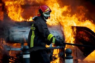 Incidente in autostrada, auto prendo fuoco dopo tamponamento: sette veicoli coinvolti, nove feriti