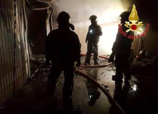 Incendio devasta un appartamento a Monza: quattro persone in ospedale