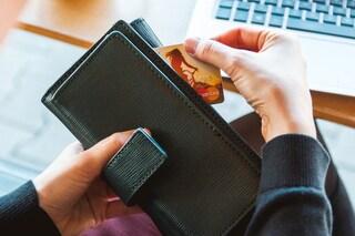 Pavia, 49enne malata di shopping compulsivo: il giudice le toglie bancomat e carta di credito