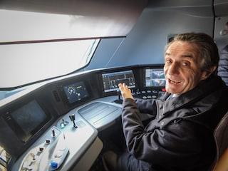 Regione Lombardia conferma (senza gara) il contratto a Trenord fino al 2030: protestano i pendolari