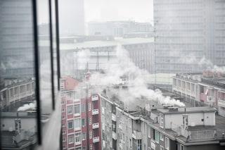 Smog, calano i livelli di pm10 a Milano e in Lombardia: situazione in lieve miglioramento