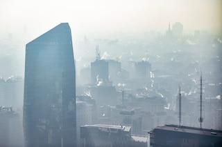 Milano, smog sopra la soglia di guardia da cinque giorni: scatta il blocco del traffico