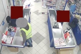 """Milano, colpiva a volto scoperto con una pistola giocattolo: arrestato il rapinatore """"nulla da perdere"""""""