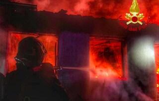 Incendio in appartamento a Brugherio: i carabinieri si arrampicano e salvano un'anziana dalle fiamme