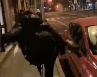 Sondrio, danneggiano auto posteggiate e se ne vantano sui social: identificati 5 ragazzini