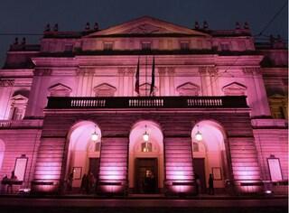 La Scala si colora di rosa in omaggio al Giro d'Italia: l'ultima tappa tornerà a Milano