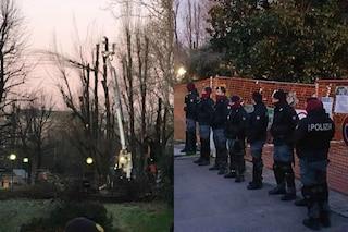 Milano, al via il taglio degli alberi del campus del Politecnico: polizia a difesa del cantiere