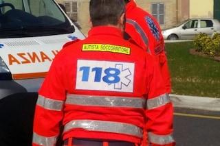 Cremona, fermato per un controllo, stacca un dito a morsi al vigile che gli chiede i documenti