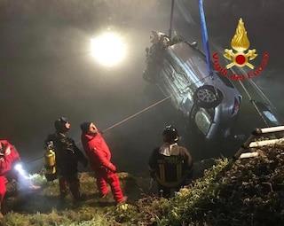Incidente nella notte a Binasco, finiscono con l'auto nel Naviglio: paura per tre ragazze