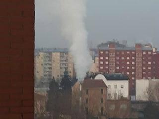 Cattivi odori e fumo, proteste per il bitumificio tra le case a Milano: l'impianto chiuderà a breve