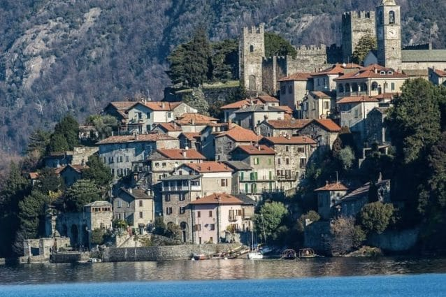 Corenno Plinio: il borgo medievale visto dal lago