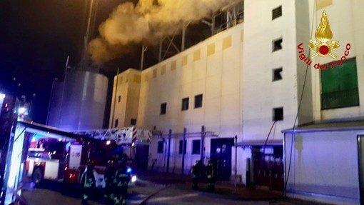 L'intervento dei vigili del fuoco al termovalorizzatore di Busto Arsizio