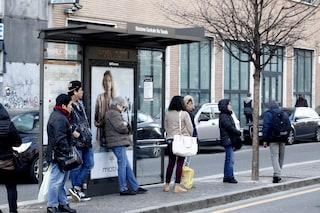 """Milano, Sala: """"Entro il 2030 stop al fumo all'aperto"""": si inizierà con le fermate di bus e tram"""