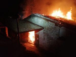 (Incendio a Ludizzo di Bovegno– Foto Facebook)